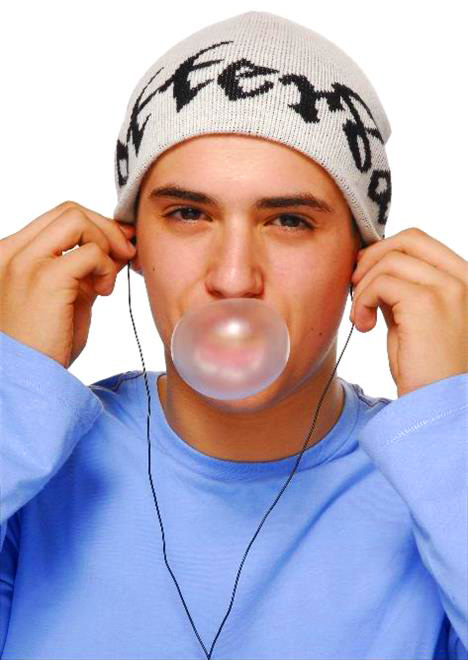 teenage_boy_blowing_blowing_g_gum_bubble_and_listening_to_music_384gan00537