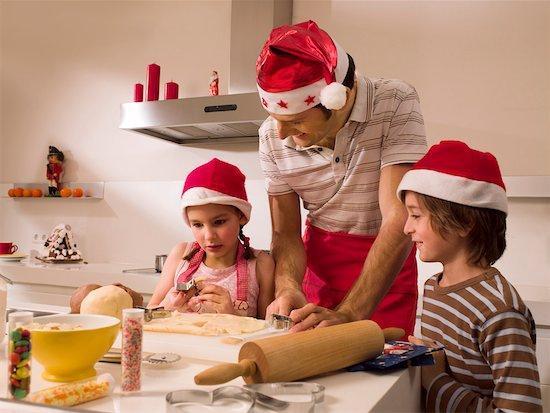 Φτιάχνοντας Χριστουγεννιάτικα γλυκά με τα παιδιά!