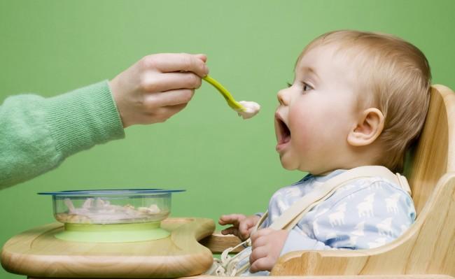 Funny-Baby-Feeding-Wallpaper