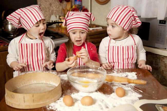 Τα παιδιά φτιάχνουν κουραμπιέδες και βασιλόπιτα στις Κυριακάτικες παιδοσυναντήσεις (7/12)