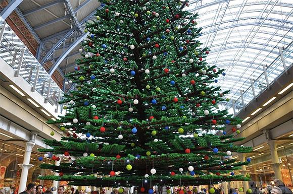 Londons-33Foot-Tall-LEGO-Christmas-Tree
