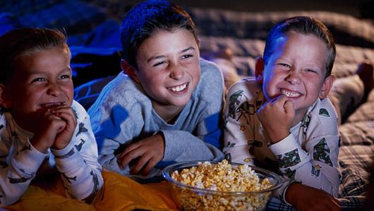 Με ποιον τρόπο η τηλεόραση παχαίνει τα παιδιά;