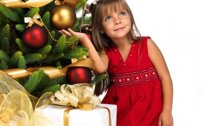 «Μαμά, πώς θα ξέρει ο Άγιος Βασίλης αν ήμουν καλό παιδί φέτος;»: Πώς θα απαντήσετε στις χριστουγεννιάτικες απορίες των παιδιών