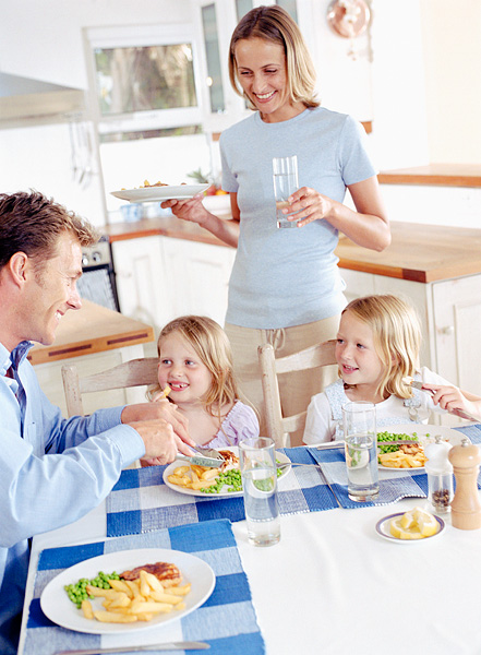 family-eating-healthy-meal