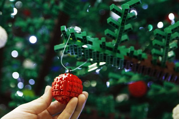 lego-christmas-tree-at-king-s-cross-station-pics-pa-image-2-889309105