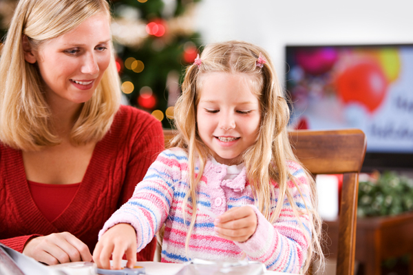 mom_doing_christmas_crafts_with_daughter