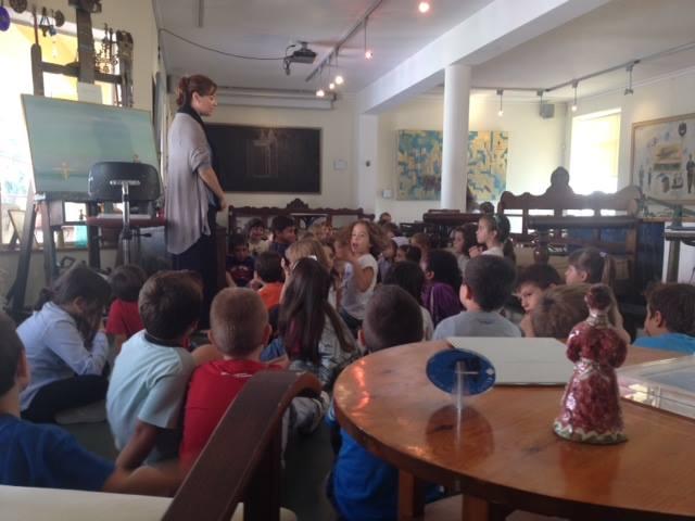 "Tα παιδιά συναντούν τη ""ραπτομηχανή που ταξιδεύει"" στο Atelier Σπύρου Βασιλείου (1/2)"