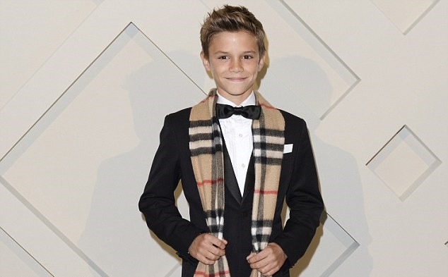 22D7438300000578-2911264-Romeo_looked_smart_in_a_Burberry_suit_and_scarf_at_the_launch_of-m-44_1421323863444