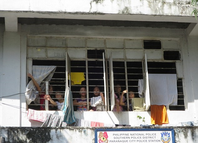24A2F69000000578-2906730-PIX_for_Mail_Online_Exclusive_Street_Children_in_Manila_jailed_a-a-9_1421135531411