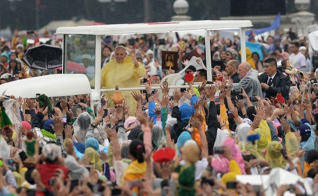 24CE15C800000578-0-Francis_was_driven_through_crowds_in_a_popemobile_modified_from_-a-10_1421571728802