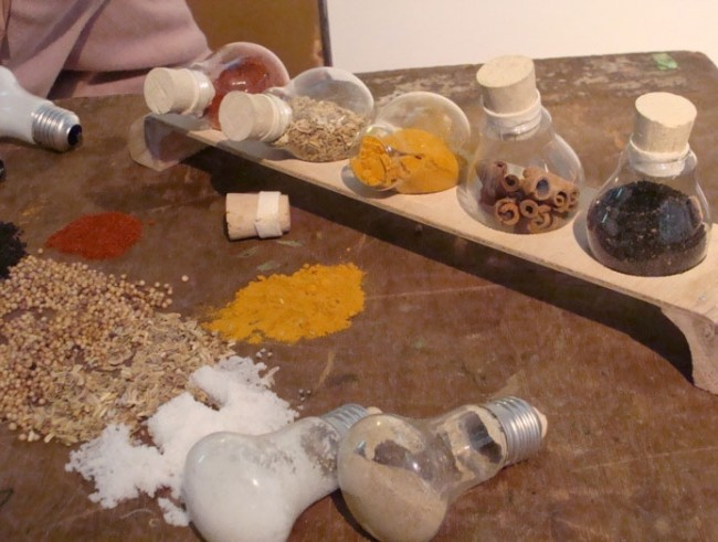 ideas-for-recycling-light-bulbs-3__880