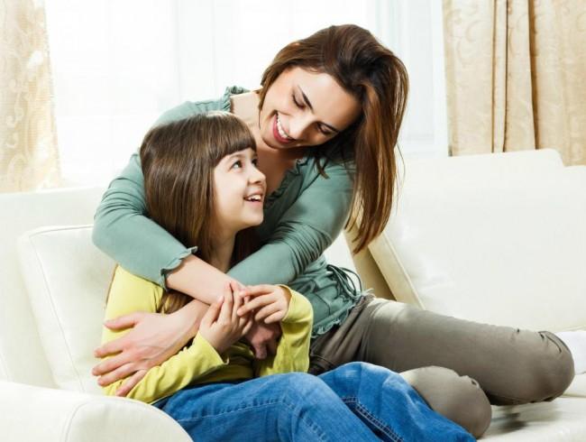 3 τρόποι για να επαινέσουμε τα παιδιά χωρίς να πάρουν τα μυαλά τους αέρα