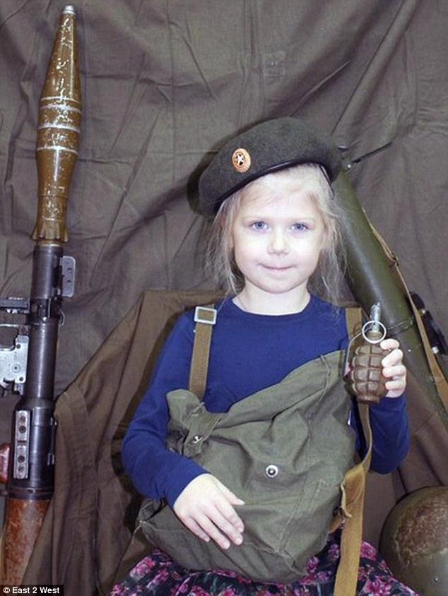 261D856100000578-2970217-A_class_of_nursery_school_children_in_Russia_has_been_photograph-a-13_1424951906723