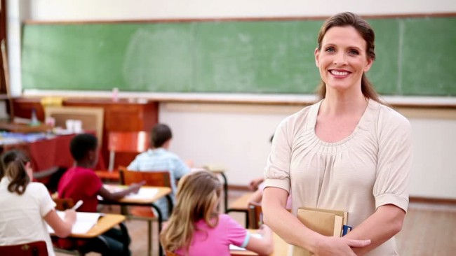Οι γονείς μπορούν να πουν στη δασκάλα πώς θα κάνει το μάθημά της;