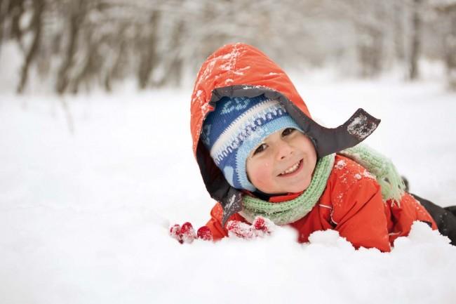 Kind_im_Schnee