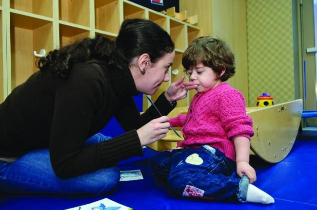 """""""Διαταραχές λόγου και ομιλίας: Πότε πρέπει να αναζητήσουμε βοήθεια για το παιδάκι μας» (25/2)"""