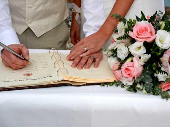 e8fb83343f04 Σαν σήμερα το 1982 ο Πολιτικός Γάμος καθιερώθηκε στην Ελλάδα - Σε ποιο  μέρος έγινε η πρώτη τελετή