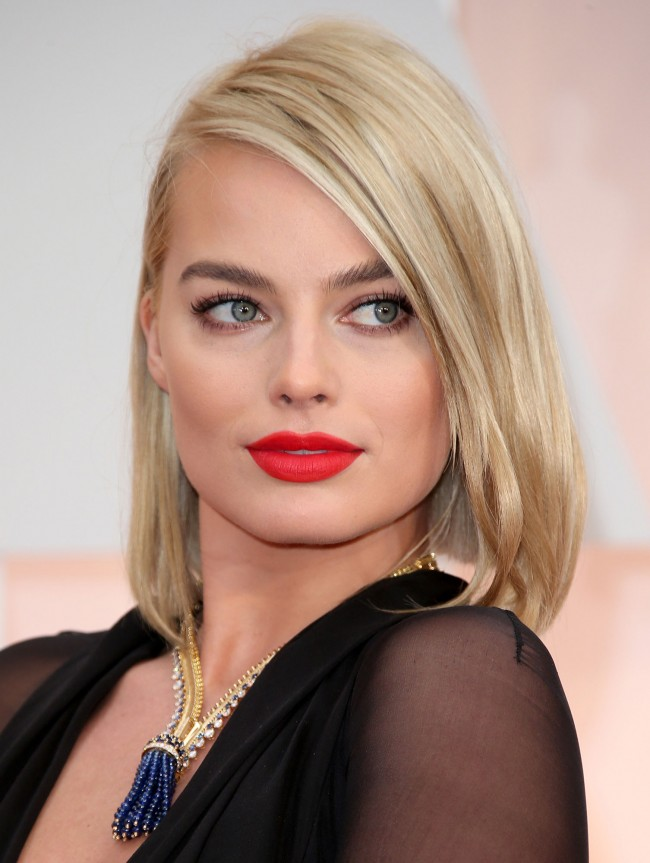 margot-robbie-oscars-jewelry