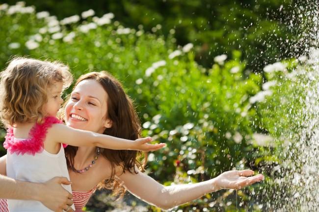 mom-daughter-water1
