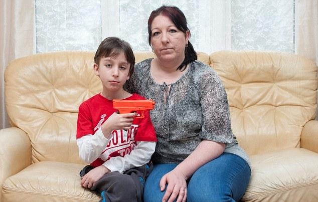 10χρονος μαθητής αποβλήθηκε από το σχολείο για το πλαστικό όπλο του!