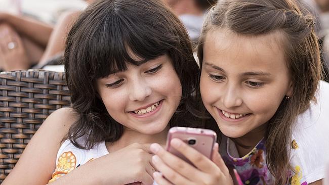 Αυστραλία: Ο «Μεγάλος Αδελφός» παρακολουθεί με γονική συναίνεση τα smartphones των παιδιών