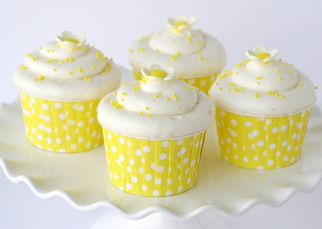 Cupcakes λεμονιού με άσπρο γλάσο