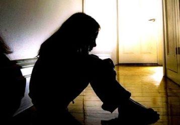 Ρόδος: 14χρονη καταγγέλλει τη μητέρα της και τον σύντροφό της για κακοποίηση και απόπειρα βιασμού