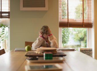 «Μαμά, δε θέλω να διαβάσω»: Μια εκπαιδευτικός και μια ψυχολόγος απαντούν στο πιο δημοφιλές ερώτημα που απασχολεί τους γονείς