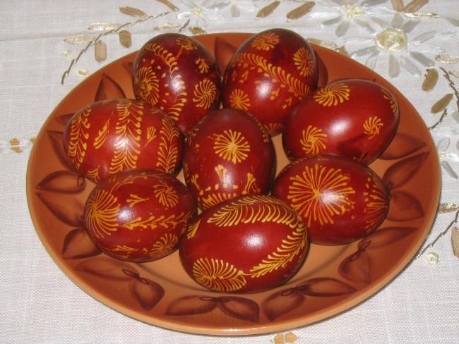 Kόκκινο είναι το χρώμα της χαράς … κόκκινα και τα αυγά της Μεγάλης Πέμπτης!