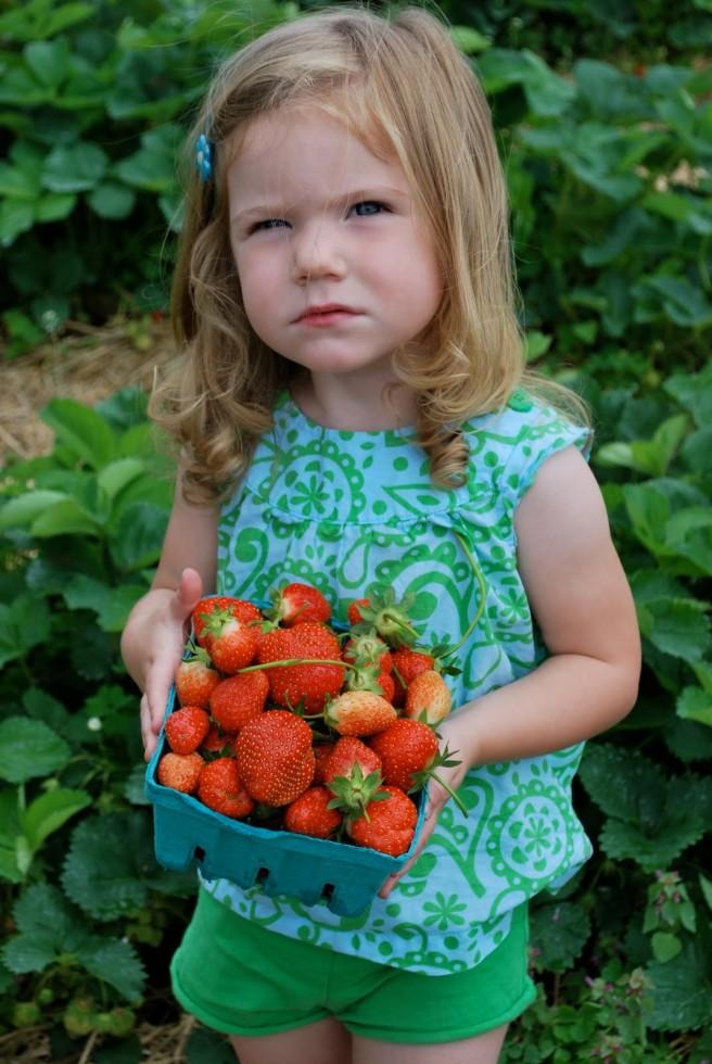 Φράουλες: Κάντε τα παιδιά σας να αγαπήσουν τον κόκκινο θησαυρό της Άνοιξης
