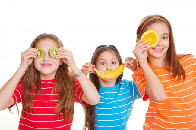 Kids-with-fruit