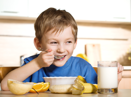 kids-eating-shutterstock-42525034-WEBONLY
