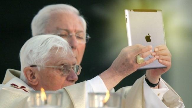 pope-ipad-2011_0