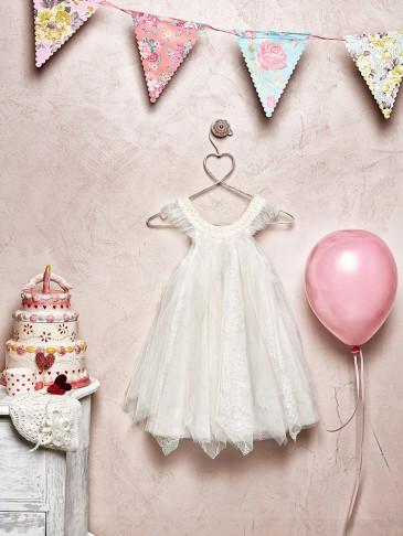 Pierre Cardin φόρεμα 179,60 € Χειροποίητο μπονέ 31,20 €