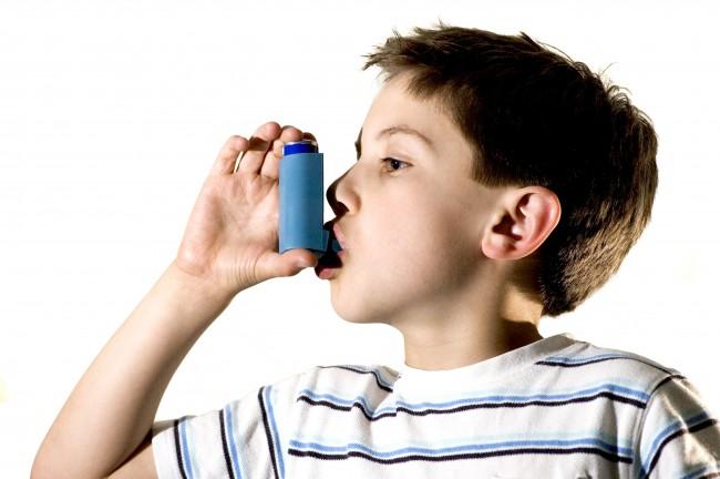 Το παιδί μου είναι 7 ετών και έχει άσθμα. Θα το ξεπεράσει κάποια στιγμή στη ζωή του;