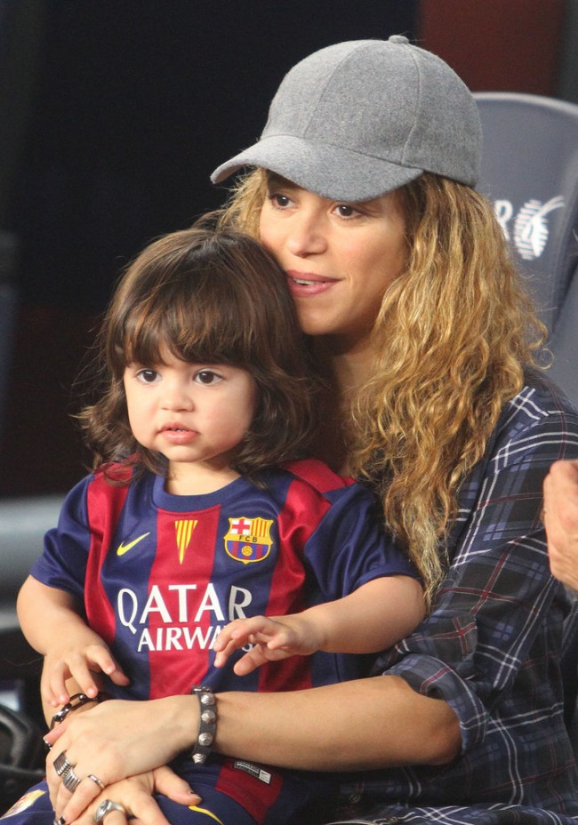 Pregnant-Shakira-Milan-Gerard-Pique-Game