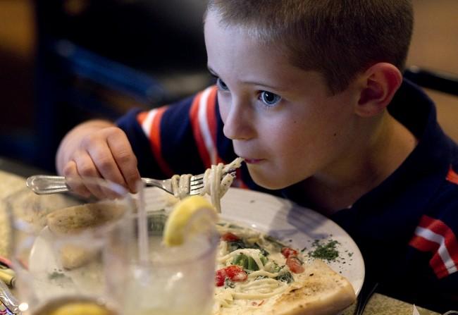 8c5aeaf36d31 Το ιδανικό βραδινό μενού για να μαθαίνουν τα παιδιά μαζί σας σωστές  διατροφικές συνήθειες