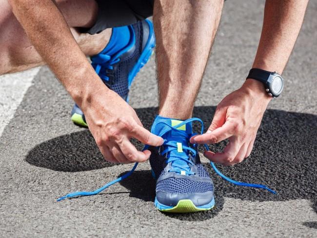 Σε τι χρησιμεύει η πάνω τρύπα στα αθλητικά παπούτσια   ddf52fd3c8d