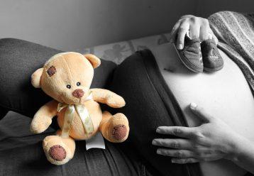 """""""Σιχαινόμουν το σώμα μου που δεν ήταν ικανό να προστατέψει το έμβρυο"""": Η αληθινή ιστορία μιας μαμάς που μας συγκίνησε"""