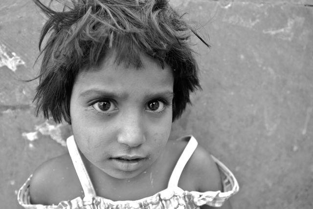Θεσσαλονίκη: Κανείς δεν αρνείται στα απλωμένα παιδικά χέρια – Ανθεί η παιδική εκμετάλλευση παρά την οικονομική κρίση