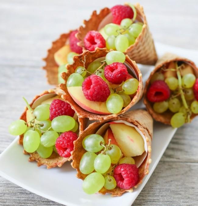 Ένας δροσερός, πολύχρωμος, μπουφές με φρούτα για το παιδικό πάρτι
