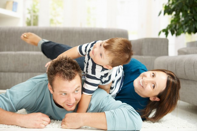 Happy_Family_Playing