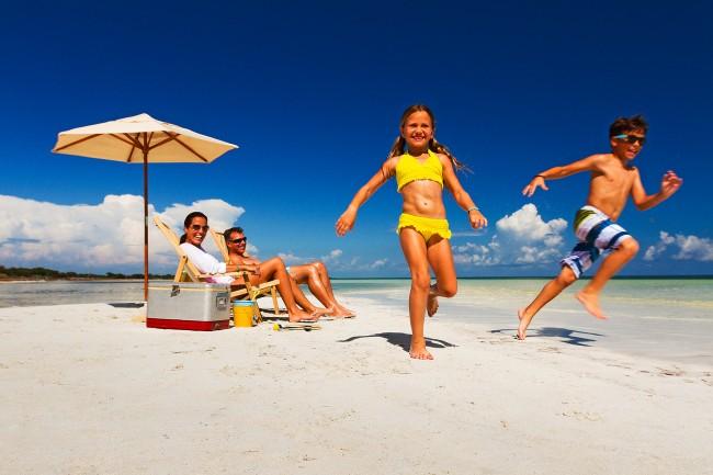 Ελληνική οικογένεια στην παραλία