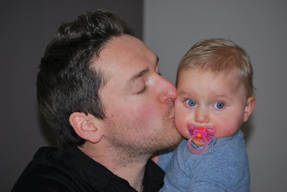 """Mετά από 7 αποτυχημένες προσπάθειες, υιοθετήσαμε το μωρό μας"": Η αληθινή ιστορία ενός πατέρα"
