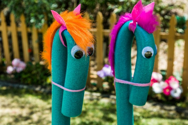 home-family-diy-pool-noodle-seahorse