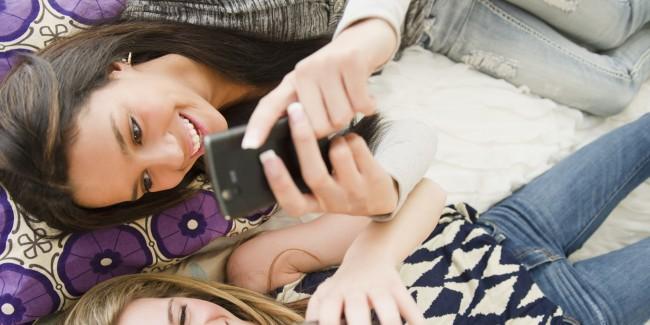 o-TEEN-SMARTPHONE-facebook