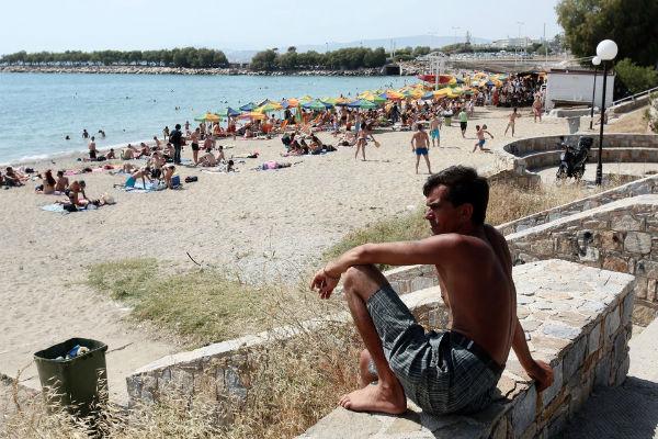 Παιδόφιλος πιάστηκε στα πράσα από λουόμενους σε παραλία της Αρτέμιδας – Παρόμοιο κρούσμα και σε παραλία του Μαραθώνα