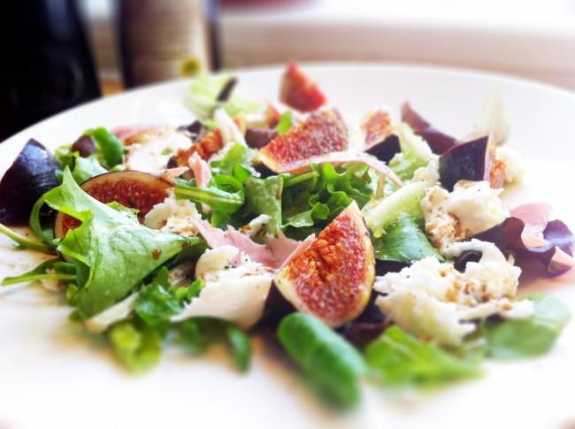 Γευστική μεσογειακή σαλάτα με φασολάκια και σύκα!