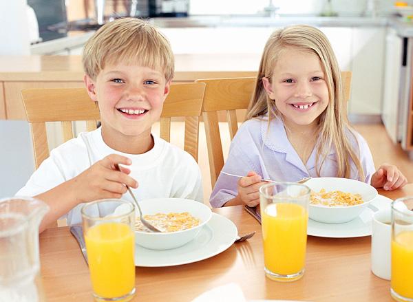 kids-eating-cereal