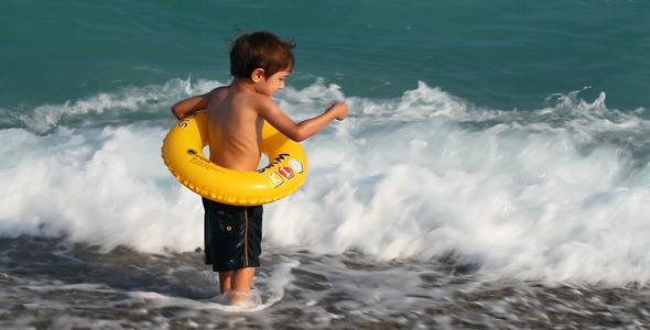 Κρήτη: Ναυαγοσώστης και λουόμενοι έσωσαν τη ζωή 7χρόνου στην παραλία Σταυρός